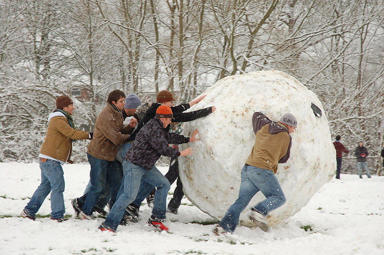 Building a snowball with your travel blog - by flickr user Kamyar Adl CC 2.0