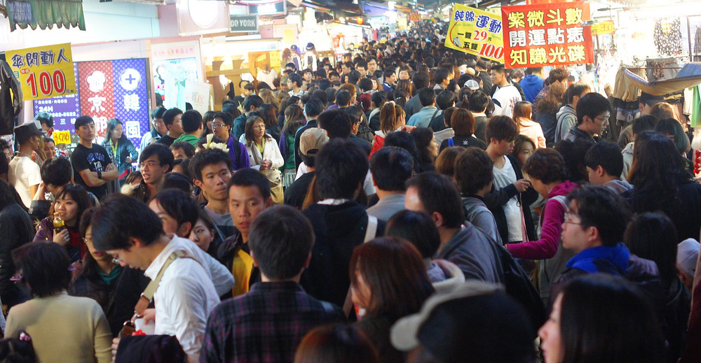 descriptive essay on a night market