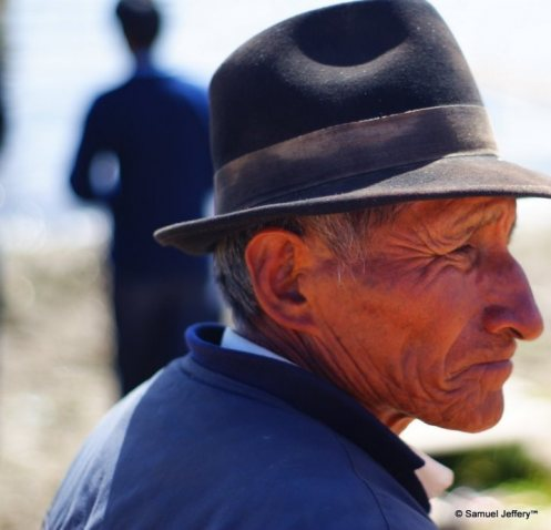 Old Bolivian man with lots of wrinkles at Lago Tititcaca, Bolivia