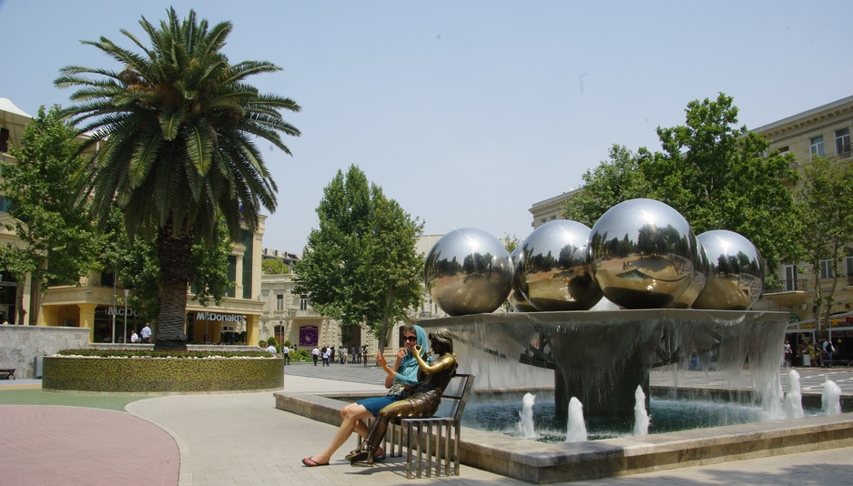 Fountains Square in Baku by CC user apothecary on Flickr