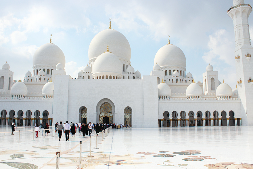 Sheikh Zayed Grand Mosque by CC user cherrylet on Flickr