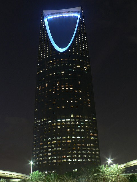 Kingdom Centre skyscraper at night by CC user firas1 on Flickr