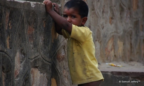 Poor child naked and destitute in Pushkar, India