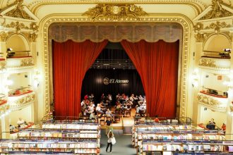 VIDEO: El Ateneo Grand Splendid bookstore in Buenos Aires, Argentina