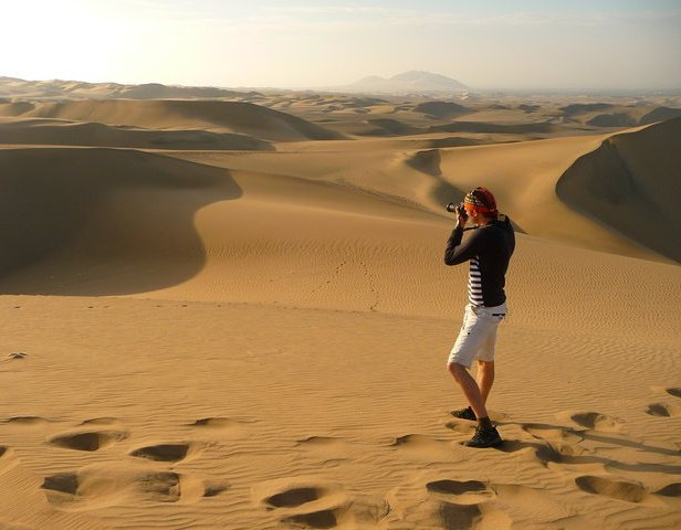 Nomadic Samuel in the desert taking photos